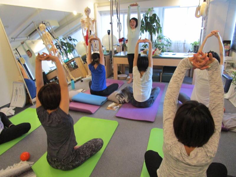 trainer studymeeting pilates yoga instructor Fascia breath hip joint foot knee shoulder movement トレーナー 勉強会 ピラティス ヨガ インストラクター 筋膜 呼吸 脊柱 背骨 股関節 足関節 膝関節 肩関節 解剖 ムーブメント