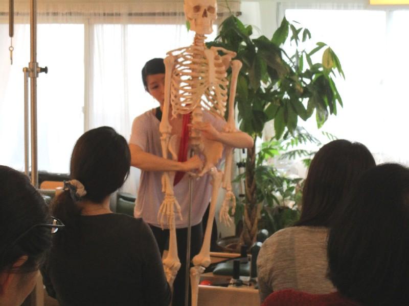 スタジオ 2周年 イベント Suu レッスン写真 筋膜 姿勢 ピラティス Studio Lesson Pilates Photo