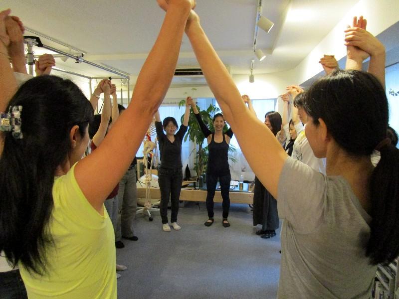 スタジオ 2周年 イベント Kiyomi レッスン写真 肩関節 ピラティス Studio Lesson Pilates Photo